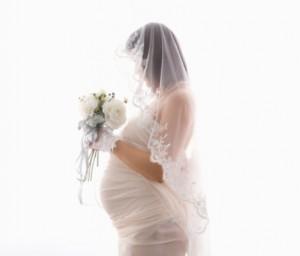 Jurk Voor Bruiloft Zwanger.Zwanger En Blij Naar Je Bruiloft Tips Voor De Bruid Trouwshop Com
