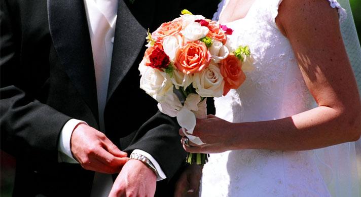 bruidspaar-met-boeket