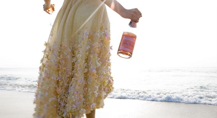 bruid strand champagne rose