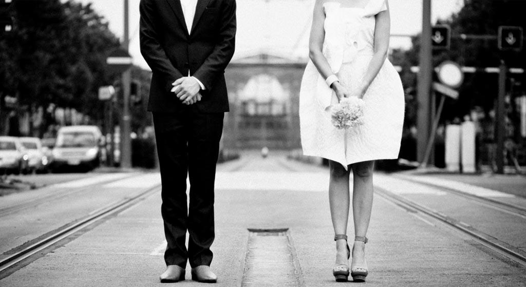 bruidspaar-zonder-hoofd-zw