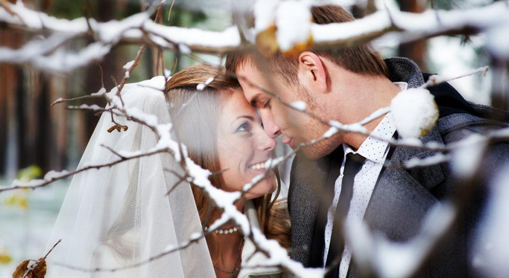 bruidspaar sneeuw