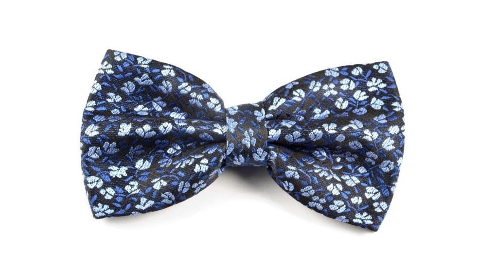 blauwe bloemen vlinderdas