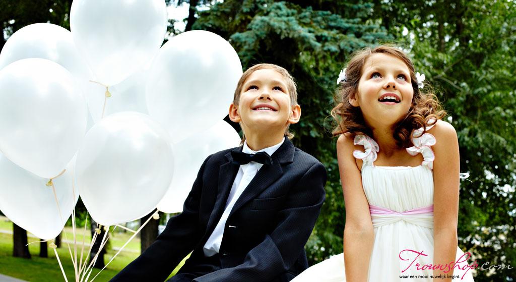 Bruidskinderen met ballonnen van Feestfirma
