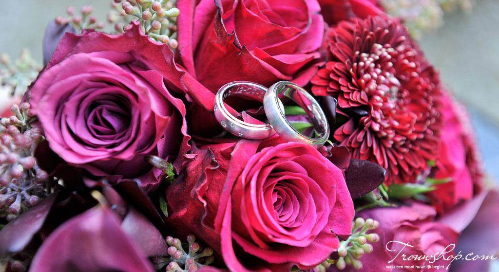 romantisch-bruidsboeket-met-rozen