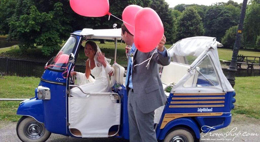 Bruidspaar in een tuktuk