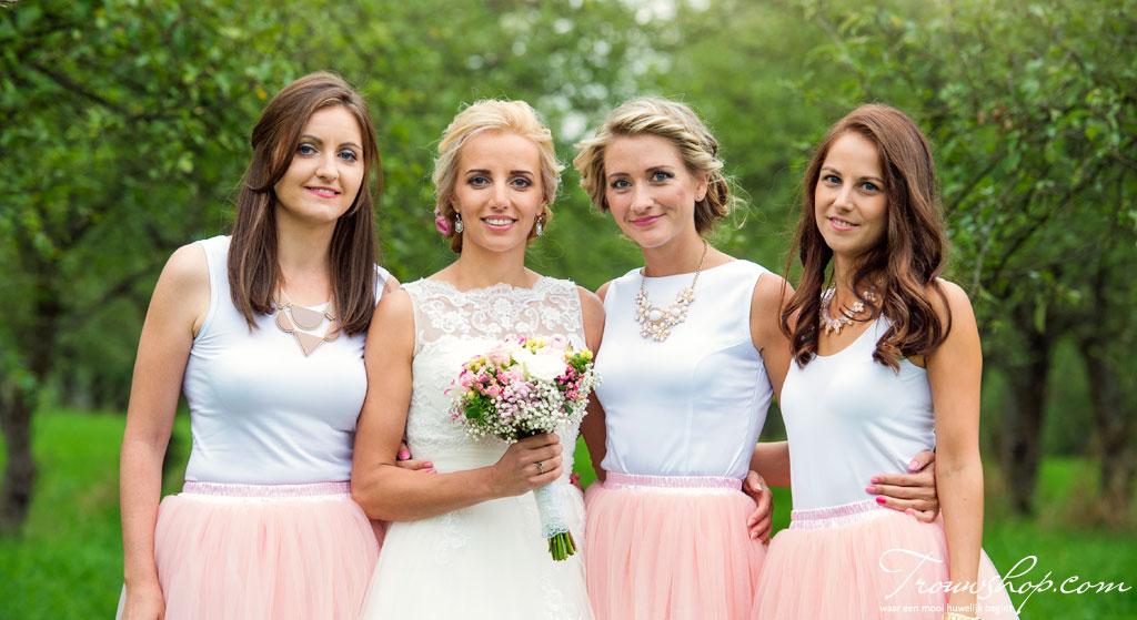 bruidsmeisjes-bruid