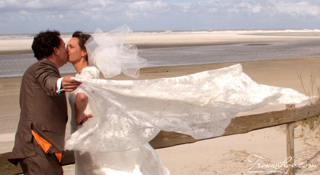Bruidspaar in een storm