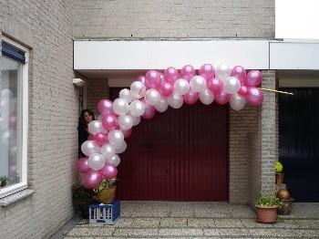 Communie decoratie tafel huisvestingsprobleem for Ballonnen versiering zelf maken